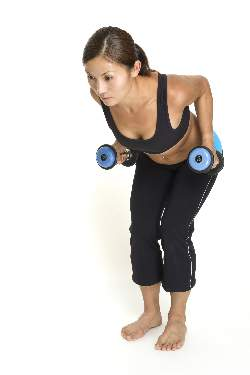 woman-doing-bent-over-dumbbell-rows-middle-position