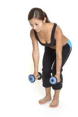 woman-doing-bent-over-dumbbell-rows-starting-position
