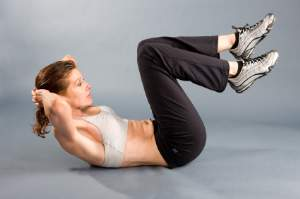 woman-doing-double-abs-cruches