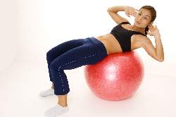 woman-doing-side-cruches-on-exercise-ball-end-position