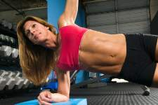 woman-doing-side-plank