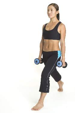 woman-doing-dumbbel-lunges-starting-position
