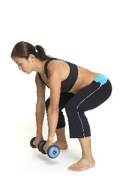 woman-dumbbell-deadlifts-middle-position